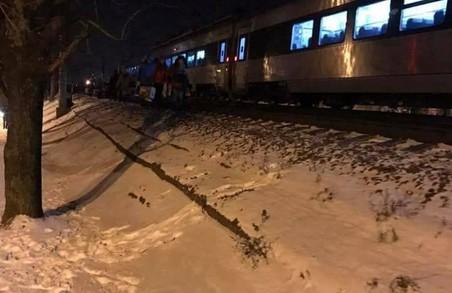 На Львівщині у 20-градусний мороз і поїзди мерзнуть