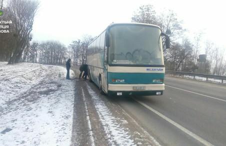 На трасі Київ-Чоп зламався екскурсійний автобус