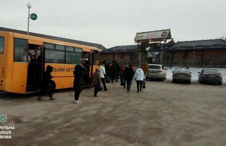 На Львівщині зламався ще один автобус. Поки чекали рятівників, розвели багаття