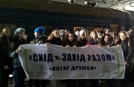 """Півтисячі дітей із """"сірого"""" Сходу країни прибули до Львова"""