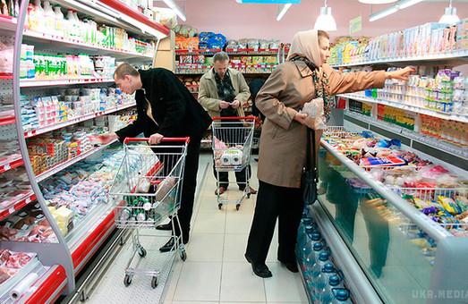 """Делікатеси по святах: у Львові жінка намагалась """"обчистити"""" магазин"""