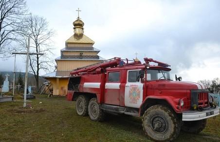 У старовинній церкві на Львівщині спалахнув вогонь
