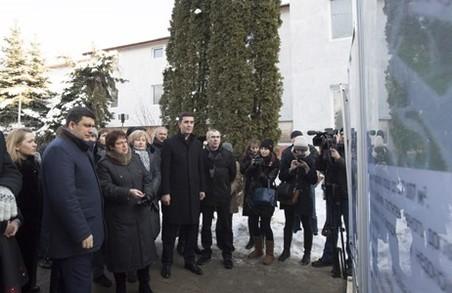 Реконструкція Львівського обласного перинатального центру має бути завершена у 2017 році, - Гройсман