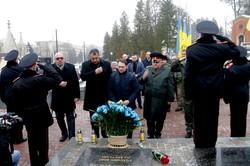 На Личаківському кладовищі у Львові вшанували пам`ять Героїв Крут (ФОТО)
