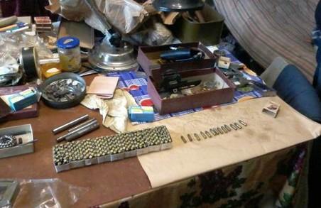 У мешканця Львівської області знайшли склад боєприпасів