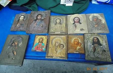 Через польський кордон намагалися вивезти з України православні ікони та антикварні годинники (ФОТО, ВІДЕО)