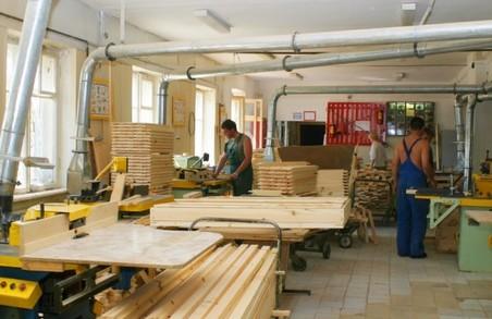 На Львівщині тесляр ошукав приватного підприємця