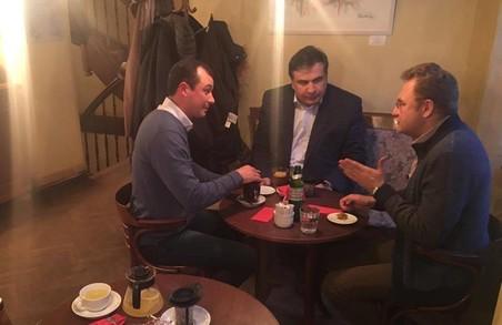 Садовий з Гацьком та Саакашвілі у Львові: політика робиться у кав`ярнях