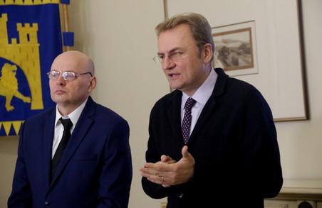 Садовий заявив про щоденні баталії з вивозом сміття зі Львова (ФОТО)