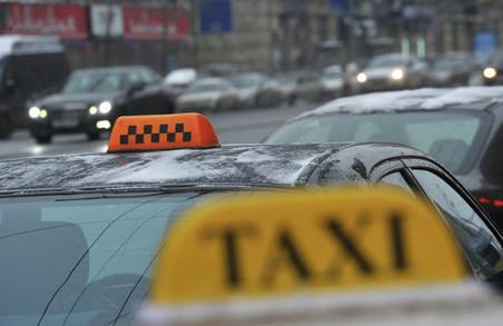 З початку року на Львівщині оштрафували 15 водіїв нелегальних таксі