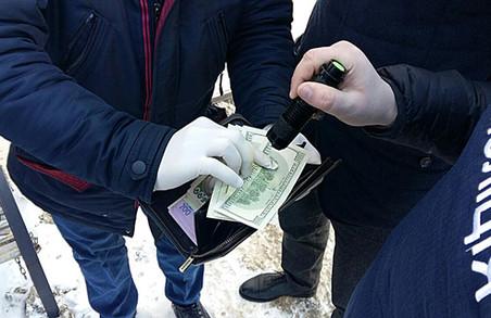 У Львові поліція затримала посадовця фіскальної служби на хабарі