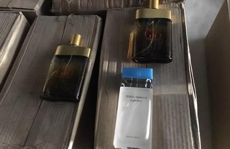 Правоохоронці закрили міні-завод на Львівщині, де виготовляли фальсифіковані парфуми