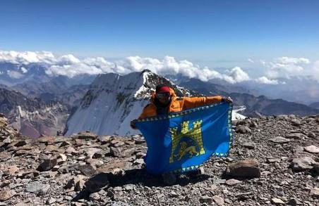 Львів'янин підкорив найвищу гору Америки, піднявши над нею прапор Львова