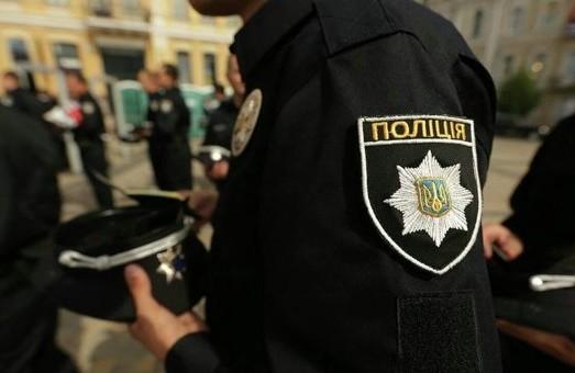 На Львівщині працівники кримінальної поліції підозрюються в розбійних нападах та заволодінні при цьому 14 000 доларів США