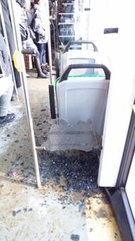 У львівському трамваї на жінку впало скло