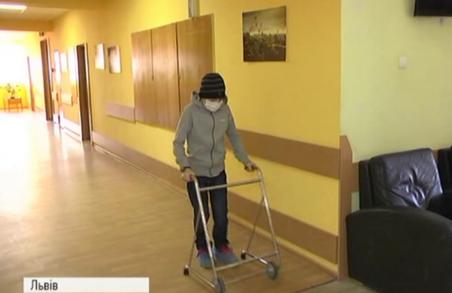 Львівські хірурги поставили 12-річному пацієнту унікальний протез