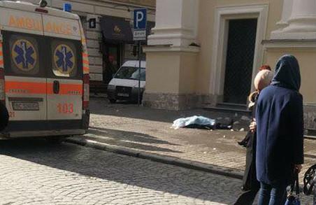 У Львові жінку вбила брила льоду (ФОТО)