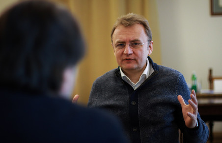 Садовий шкодує, що Львів не має прямих рейсів з Москвою і сумнівається щодо історичних постатей