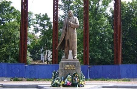 У Львові впорядкують площу біля пам'ятника Степанові Бандері