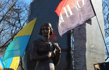 У Києві відкрили пам'ятник Олені Телізі