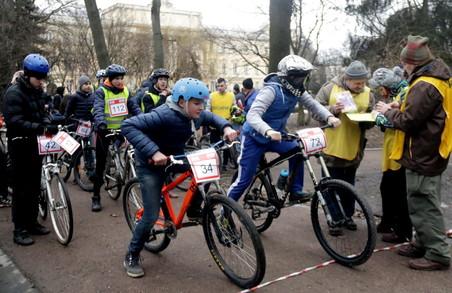 В останню неділю зими у Львові змагались у велоїзді (ФОТО)