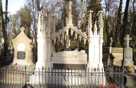На Личаківському цвинтарі підвищать безпеку за допомогою відеокамер