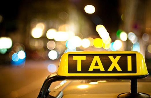 Львівський таксист перетворився на таран