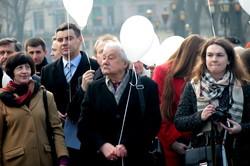 У Львові у день уродин Кобзаря сотні кульок злетіли у небо (ФОТО)