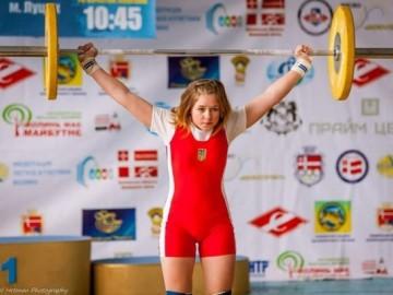 На Львівщині позмагаються юні важкоатлети