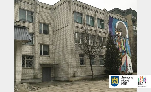Фасад львівської школи прикрасили незвичним чином
