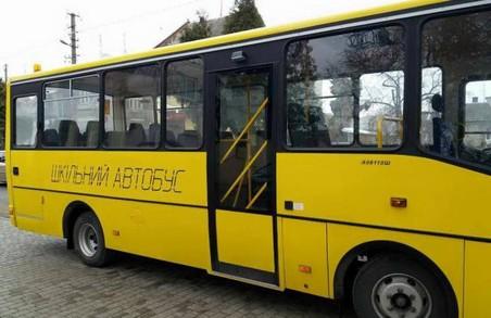 Школярів Львівщини на навчання підвозитимуть кілька нових автобусів