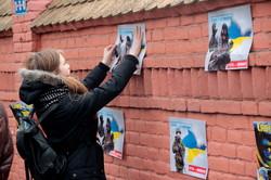 Російське консульство у Львові запалало синьо-жовтим (ФОТО)