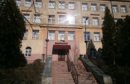 У Львові в одній із шкіл обвалилась опорна балка сходового маршу