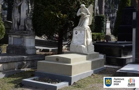 """І мертвим, і живим: на """"Личакові"""" відреставрують могили видатних націоналістів"""