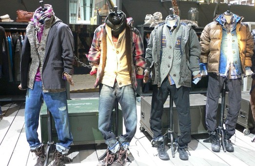 Юнак обікрав львівський магазин із одягом