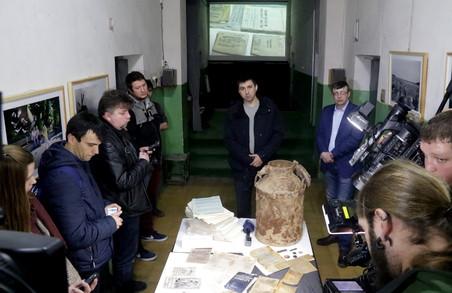 У львівській тюрмі представили невідомі раніше архіви вбивств та знущань над українцями (ФОТО)