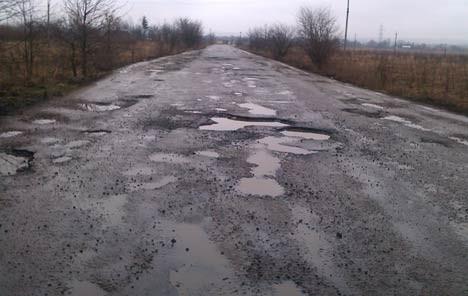 За поганий стан доріг на Львівщині відповідатимуть перед законом 20 посадовців