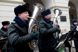 Львів`янам та гостям міста військовий оркестр зіграв безкоштовний концерт просто неба (ФОТО)