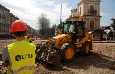 Пересуватись Львовом стало значно важче: як ремонтують вул. Личаківську (ФОТО)
