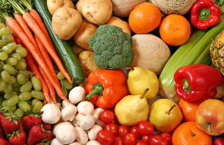Львівські медики закликають до обережного споживання ранніх овочів та фруктів