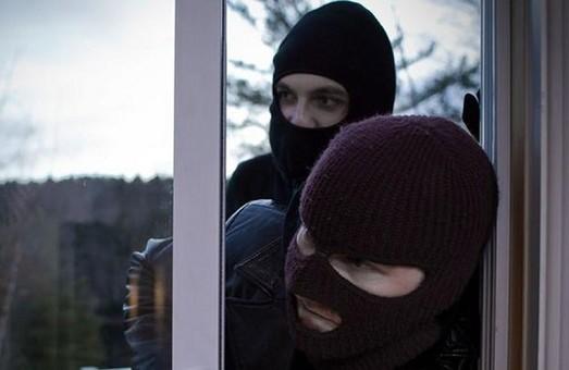 Розбійники побили та пограбували родину фермера на Львівщині