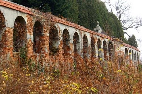 У Львові відремонтують мури в саду собору св. Юра