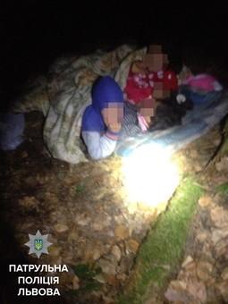 У лісі біля Львова знайшли дітей