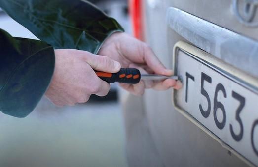 У Львові знайшли крадія номерних знаків