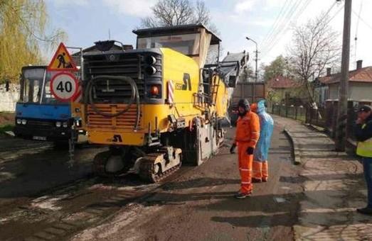 Шана митниці: у Великих Мостах розпочали ремонт дороги
