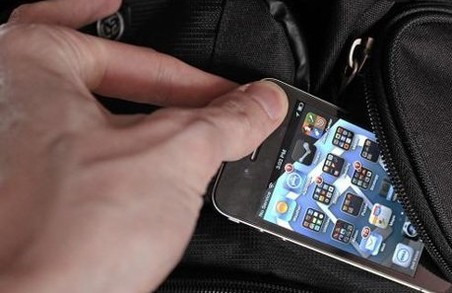 13-річна дівчинка вкрала телефон у 27-річної львів'янки