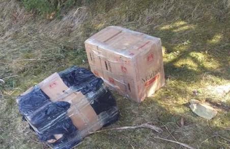 Автомобіль із російськими номерами та контрабанду затримали на Буковині