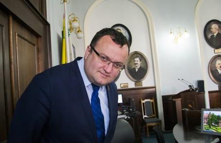 Мер Чернівців вимагає дострокових виборів у місті