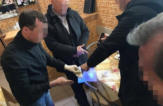 Заступник директора Львівського летовища був спійманим на хабарі