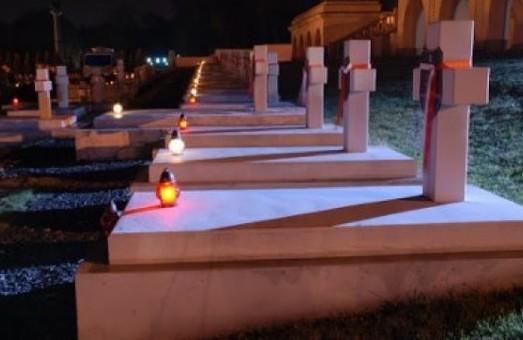 У Львові більше транспорту курсуватиме на цвинтар